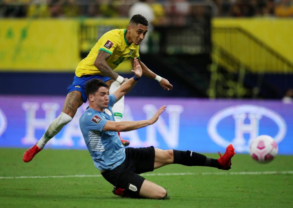 Neymar che mờ Suarez - Cavani, Brazil đại thắng Uruguay - Ảnh 2.
