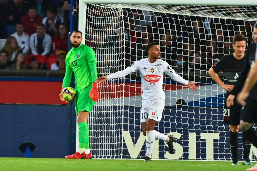 Không Messi và Neymar, Mbappe tỏa sáng giúp PSG ngược dòng đánh bại Angers  - Ảnh 3.