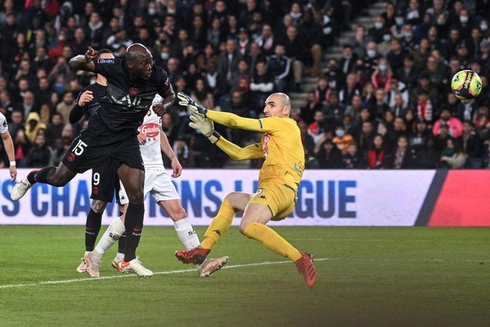 Không Messi và Neymar, Mbappe tỏa sáng giúp PSG ngược dòng đánh bại Angers  - Ảnh 4.