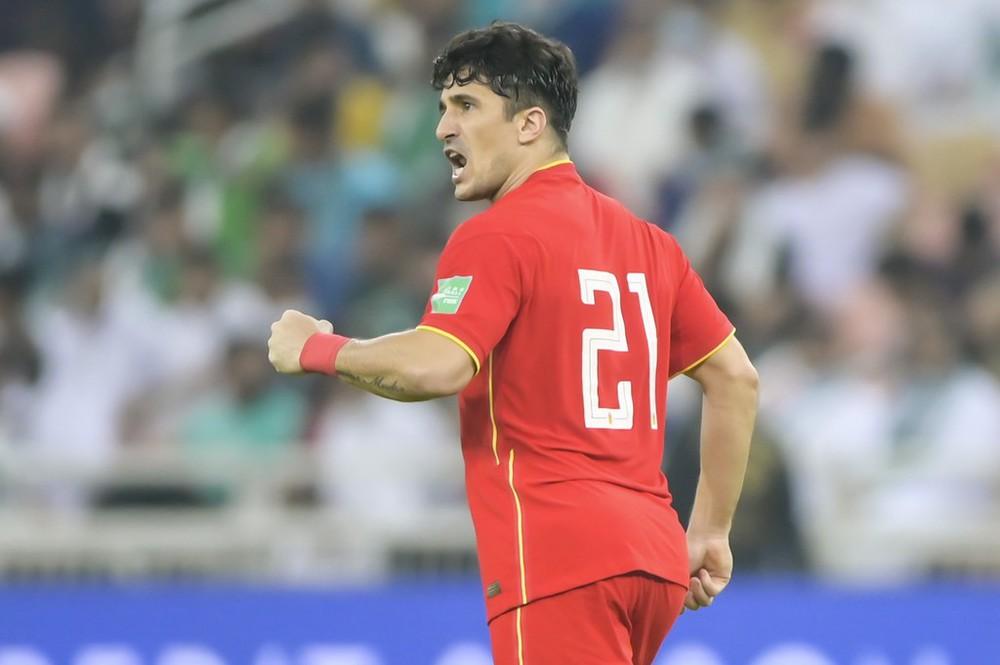 Tuyệt vọng ở vòng loại World Cup, đội tuyển Trung Quốc dùng chiêu cuối với các ngoại binh? - Ảnh 1.