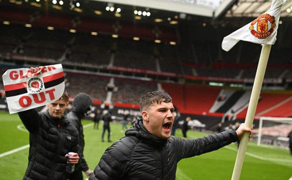 Fan MU triển khai chiến dịch 'tổng tấn công' Old Trafford lần 2