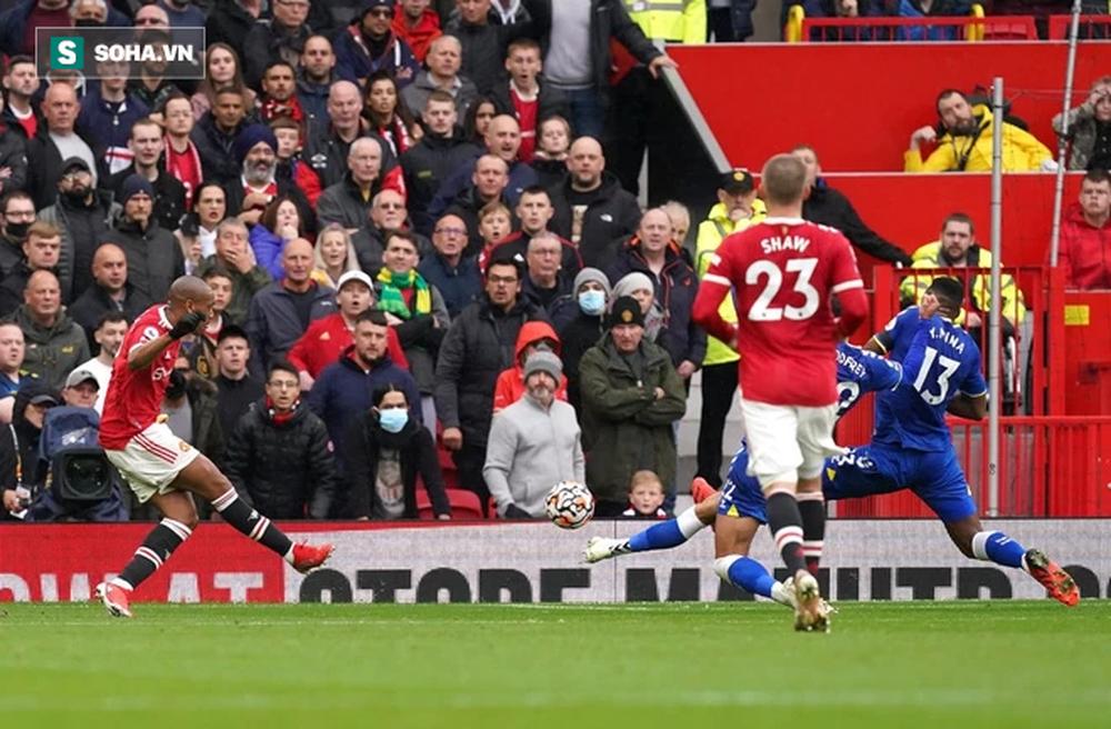 Ronaldo mất hút, Man United nhận đòn hồi mã thương cực kỳ chí mạng - Ảnh 1.