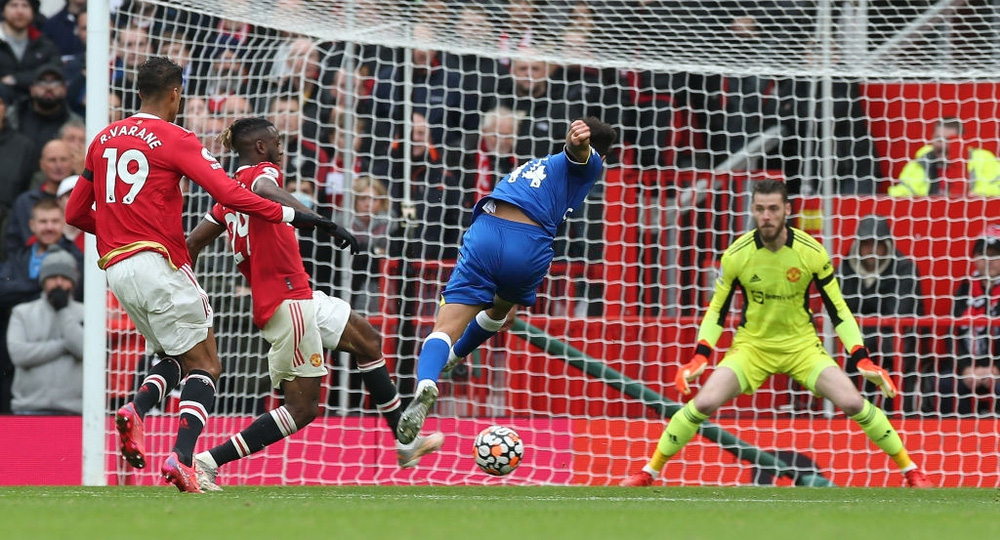 Ronaldo mất hút, Man United nhận đòn hồi mã thương cực kỳ chí mạng - Ảnh 2.