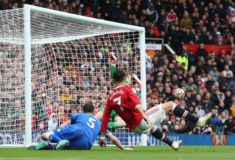 Ronaldo mất hút, Man United nhận đòn hồi mã thương cực kỳ chí mạng - Ảnh 3.