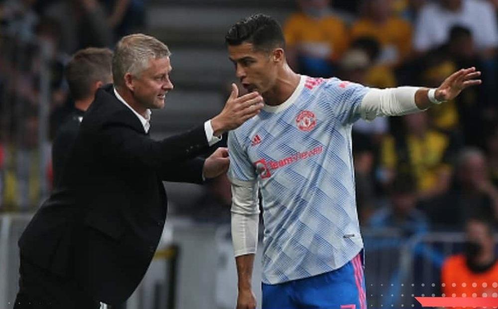 Ronaldo thể hiện 'uy quyền', yêu cầu Solskjaer thay đổi ngay lập tức