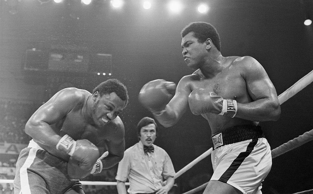 """Nhớ về """"Thrilla in Manila"""": Trận chiến lịch sử đẩy Muhammad Ali và Joe Frazier cận kề với cái chết"""