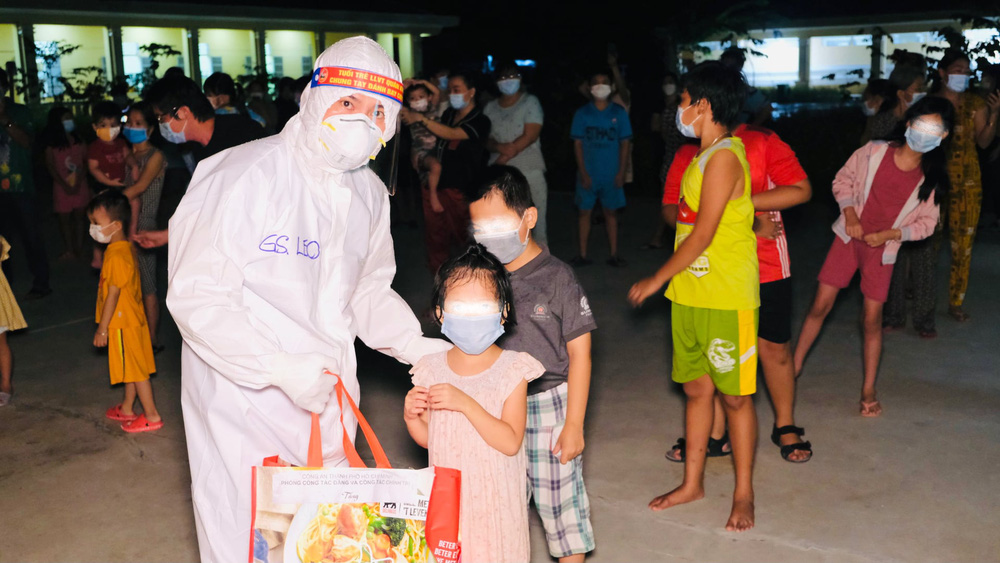 TS Nguyễn Huy Luân: Tiêm vắc xin Covid-19 cho trẻ em 12-18 tuổi là cần thiết nhưng không nên bắt buộc - Ảnh 3.