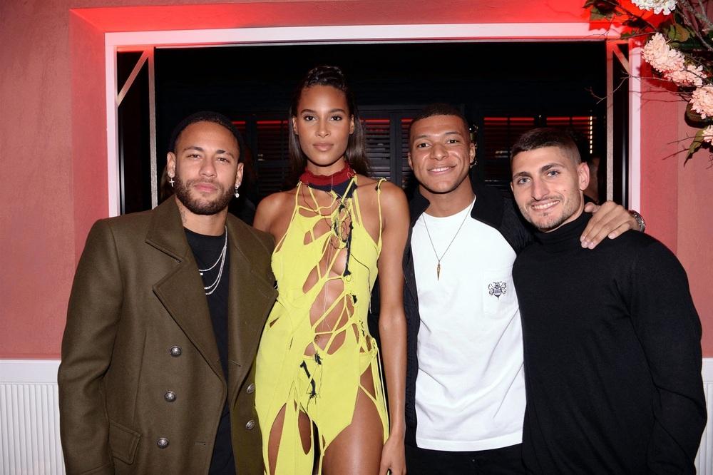 Neymar và Mbappe chơi tới bến ở sinh nhật của chân dài bốc lửa, lấy đâu ra mâu thuẫn? - Ảnh 1.