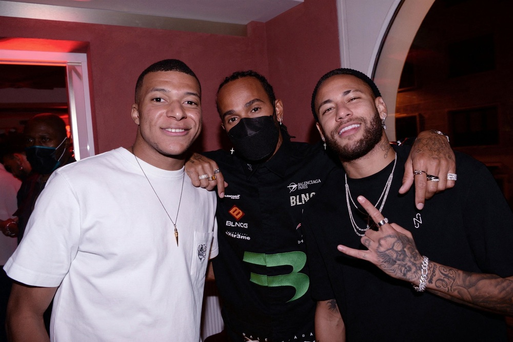 Neymar và Mbappe chơi tới bến ở sinh nhật của chân dài bốc lửa, lấy đâu ra mâu thuẫn? - Ảnh 2.