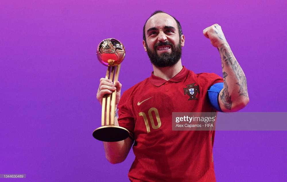 Nhận thẻ đỏ đầy ngớ ngẩn, Argentina gục ngã trước Bồ Đào Nha tại chung kết World Cup - Ảnh 4.