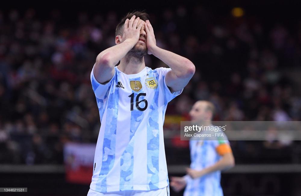 Nhận thẻ đỏ đầy ngớ ngẩn, Argentina gục ngã trước Bồ Đào Nha tại chung kết World Cup - Ảnh 3.