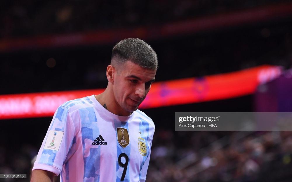 Nhận thẻ đỏ đầy ngớ ngẩn, Argentina gục ngã trước Bồ Đào Nha tại chung kết World Cup - Ảnh 1.