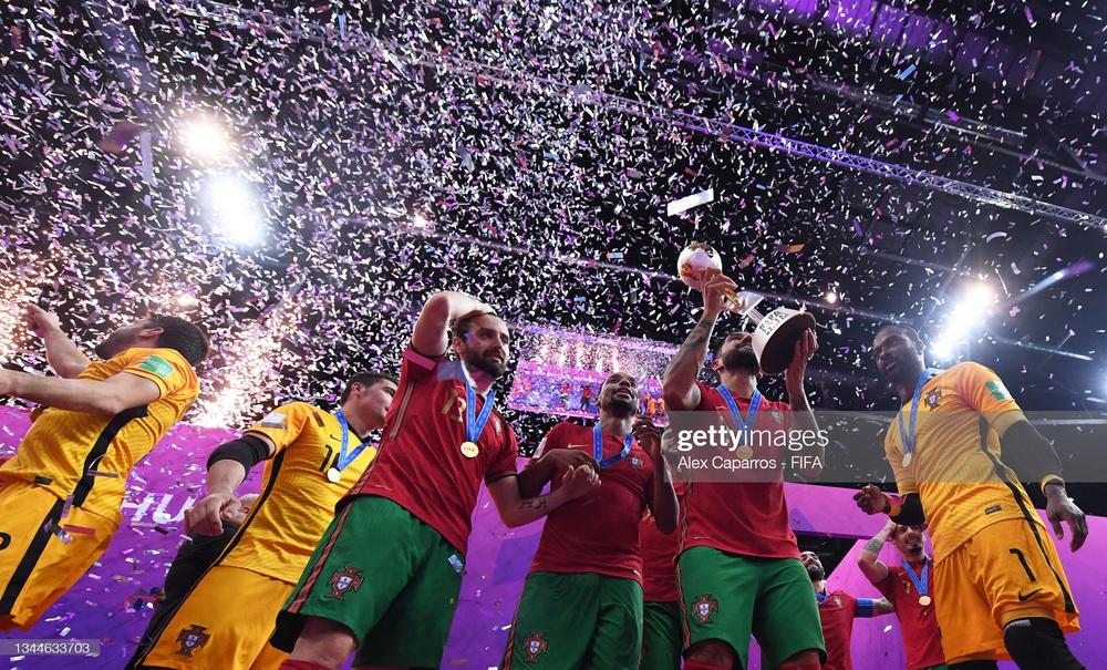 Nhận thẻ đỏ đầy ngớ ngẩn, Argentina gục ngã trước Bồ Đào Nha tại chung kết World Cup - Ảnh 5.