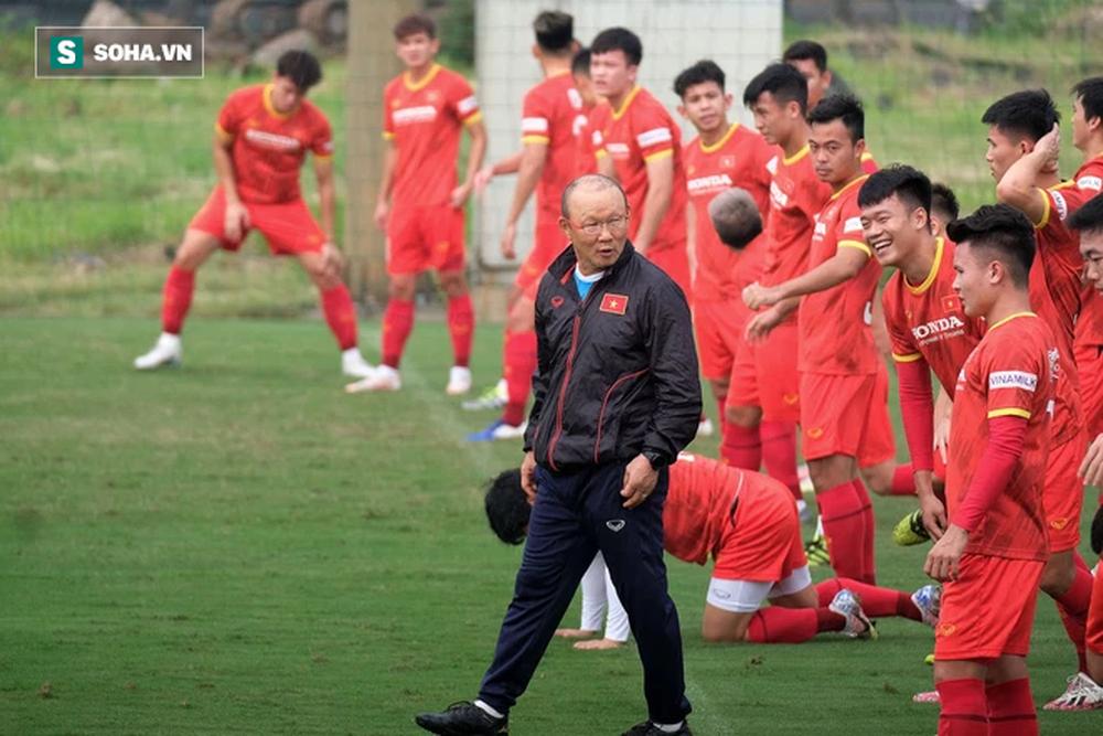 Đội tuyển Việt Nam sẽ bị FIFA trừ số điểm khổng lồ nếu để thua trước Trung Quốc - Ảnh 2.