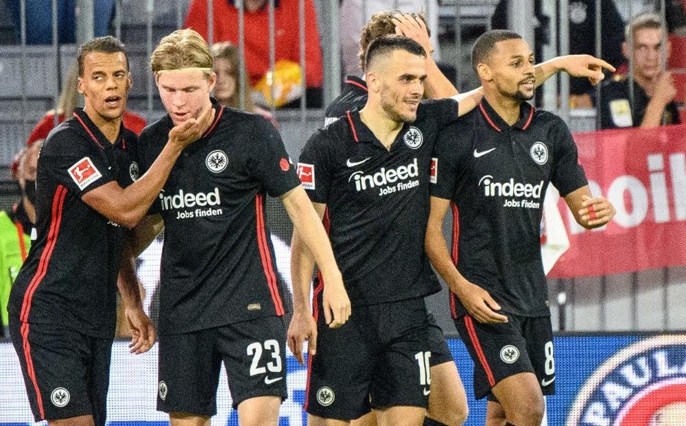 Thủ môn nam thần hóa siêu nhân khiến Bayern thua sốc ngay trên sân nhà - Ảnh 12.