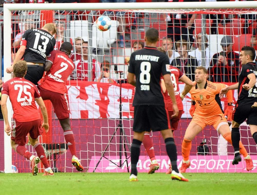 Thủ môn nam thần hóa siêu nhân khiến Bayern thua sốc ngay trên sân nhà - Ảnh 7.