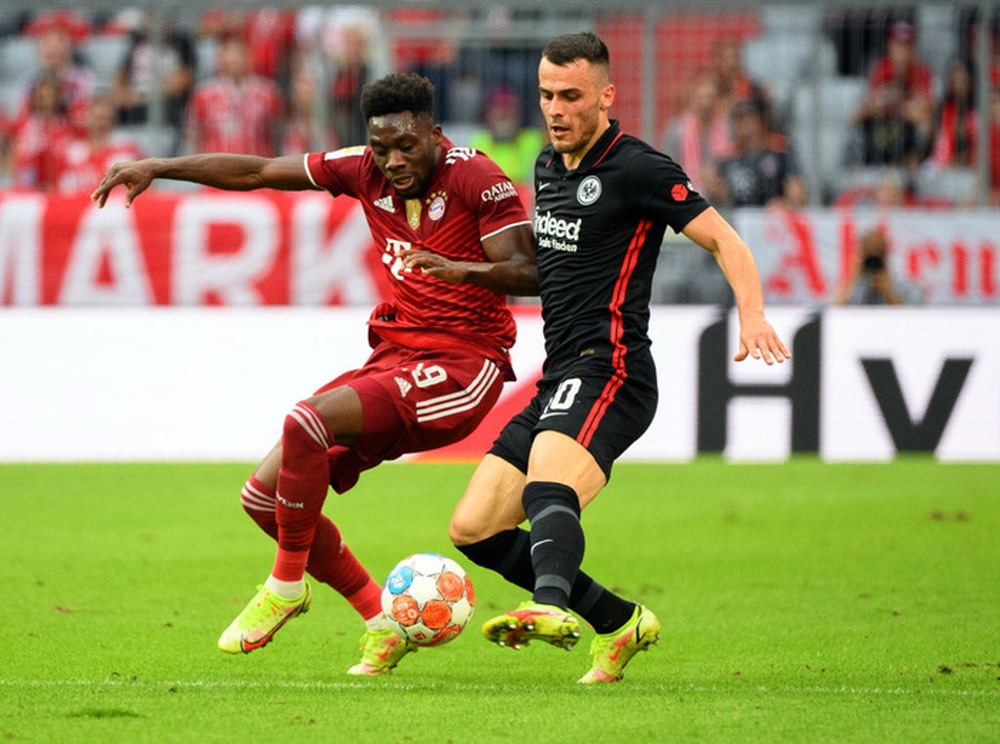 Thủ môn nam thần hóa siêu nhân khiến Bayern thua sốc ngay trên sân nhà - Ảnh 8.
