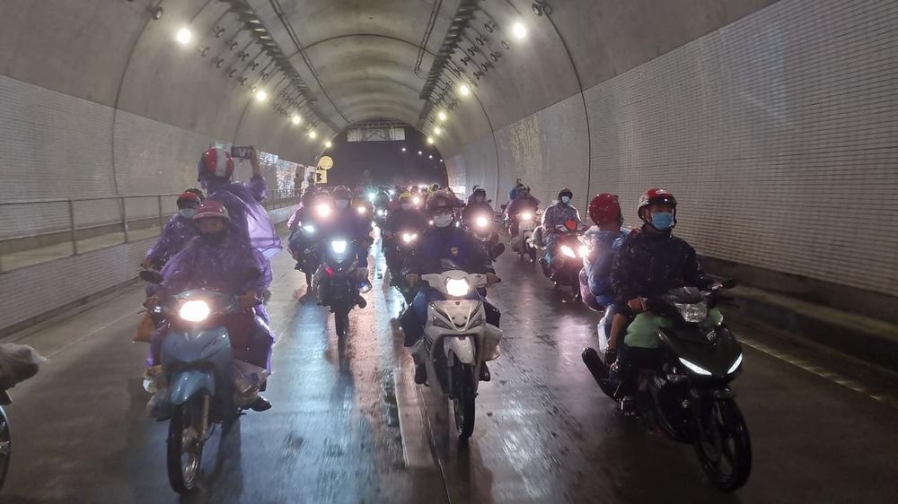 Lần đầu trong lịch sử: Hầm Hải Vân mở cửa cho xe máy chạy qua - Ảnh 6.