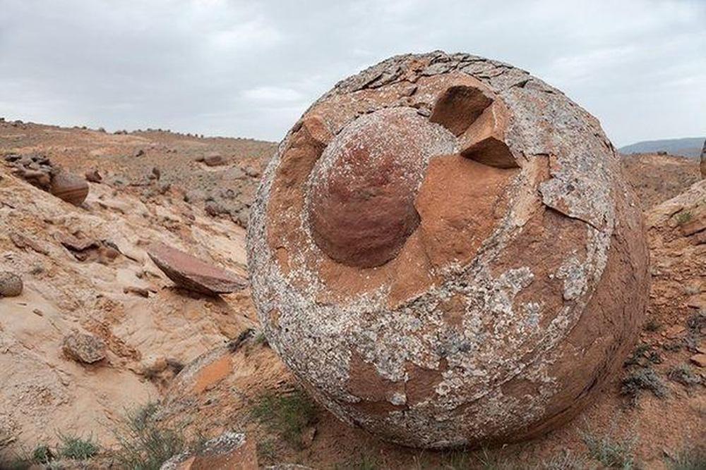 Quả cầu đá bí ẩn xuất hiện ở Tân Cương nhưng nằm ngoài khả năng chế tác của con người: Rốt cuộc chúng đến từ đâu? - Ảnh 1.
