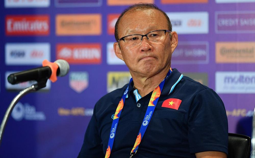HLV Park Hang-seo chỉ trích báo Trung Quốc bịa đặt, tiết lộ có đội ngũ