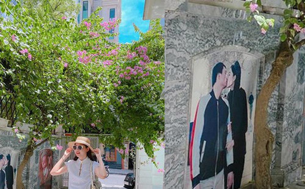 Tường ở sân nhà in ảnh á hậu Thanh Tú khoá môi ông xã gây chú ý