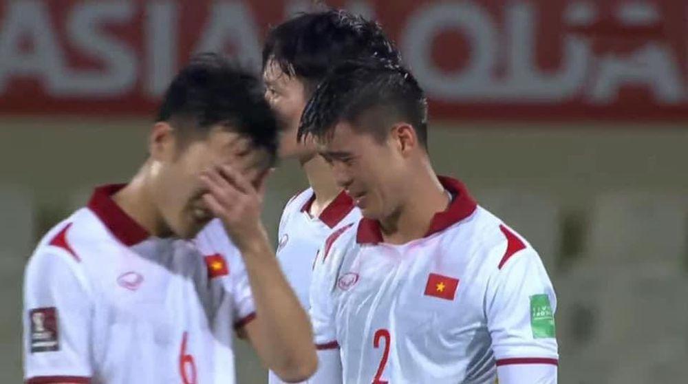 Duy Mạnh bật khóc, tuyển Việt Nam đẫm nước mắt sau trận thua đau trước Trung Quốc - Ảnh 1.