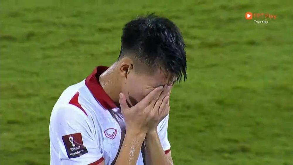 Duy Mạnh bật khóc, tuyển Việt Nam đẫm nước mắt sau trận thua đau trước Trung Quốc - Ảnh 2.