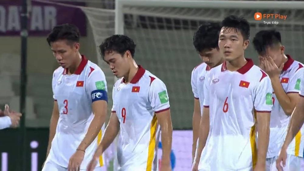 Duy Mạnh bật khóc, tuyển Việt Nam đẫm nước mắt sau trận thua đau trước Trung Quốc - Ảnh 4.