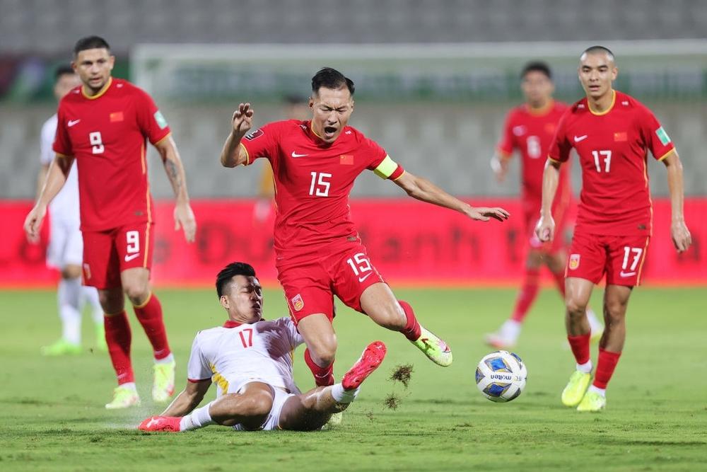 Kết quả Việt Nam vs Trung Quốc: Quang Hải kiến tạo chết người, Tiến Linh xé lưới Trung Quốc trong trận cầu siêu bi kịch - Ảnh 2.