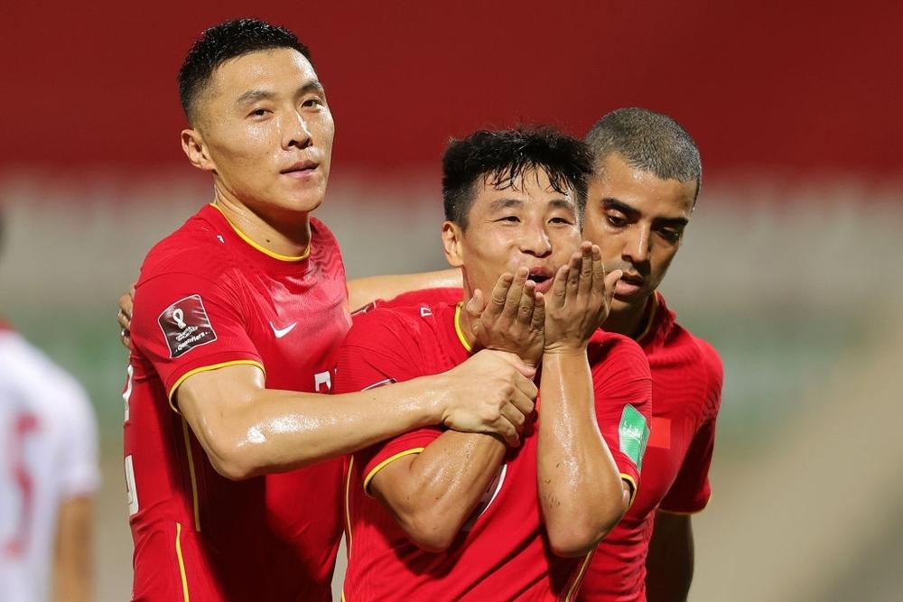 Kết quả Việt Nam vs Trung Quốc: Quang Hải kiến tạo chết người, Tiến Linh xé lưới Trung Quốc trong trận cầu siêu bi kịch - Ảnh 6.
