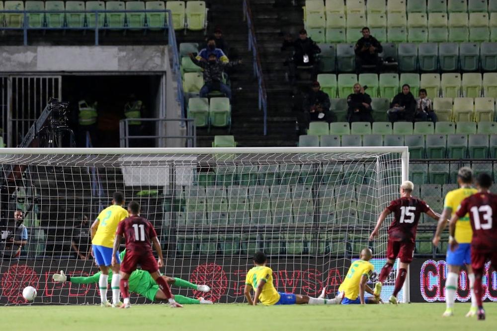 Vắng Neymar, Brazil chật vật ngược dòng đánh bại đội tuyển bét bảng tại vòng loại World Cup Nam Mỹ - Ảnh 3.