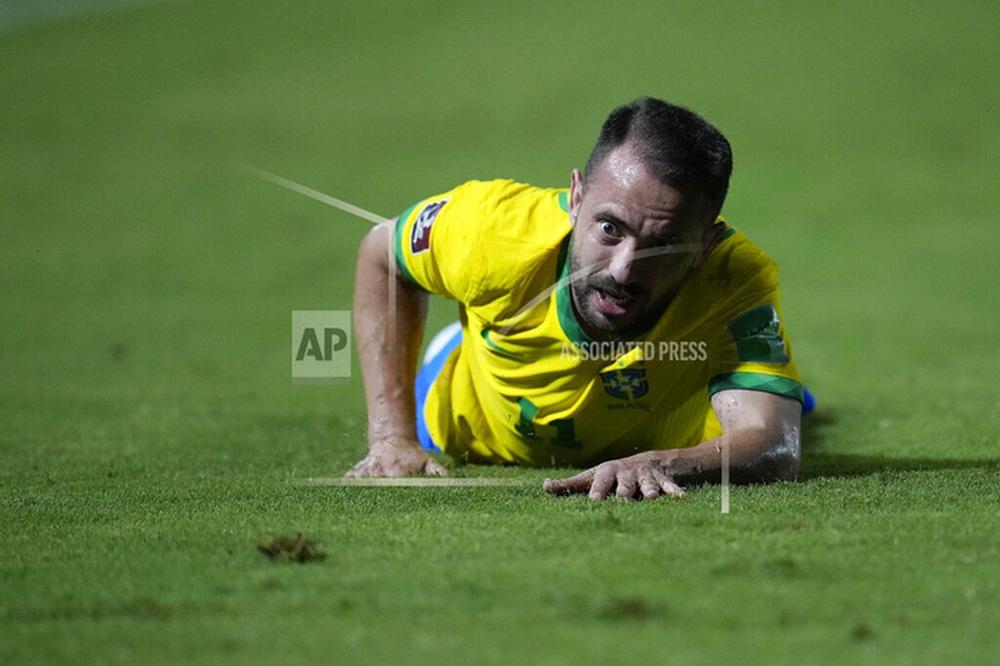 Vắng Neymar, Brazil chật vật ngược dòng đánh bại đội tuyển bét bảng tại vòng loại World Cup Nam Mỹ - Ảnh 6.