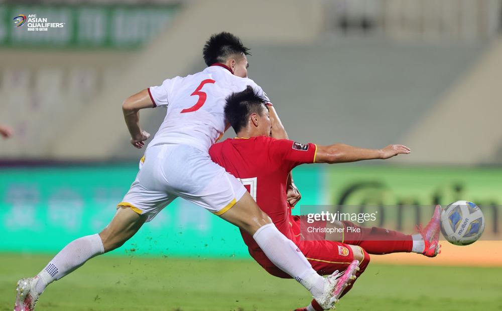 Fan Trung Quốc thấy xấu hổ khi thầy trò Li Tie thắng hiểm, khen Việt Nam ngày càng hay