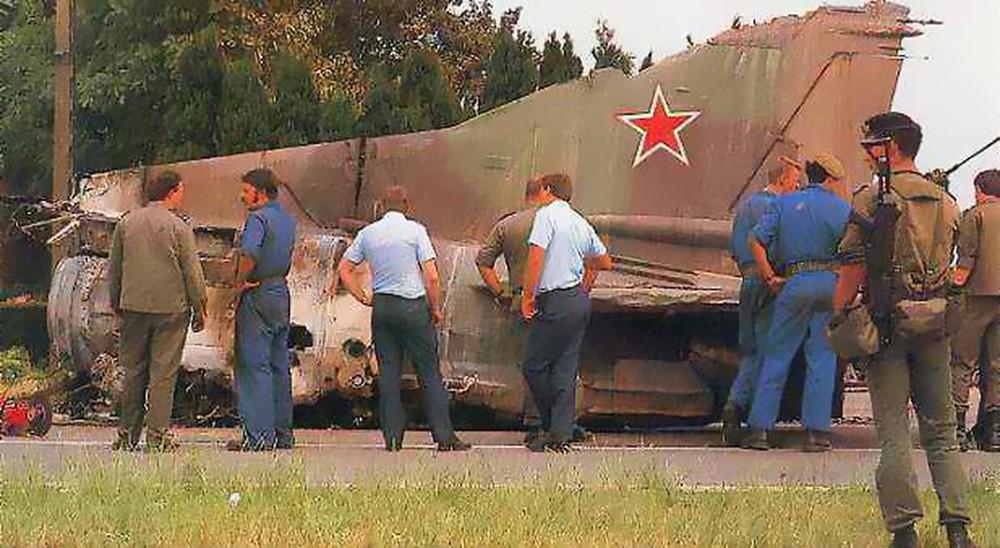 Sự cố hài hước: Phi công nhảy dù thoát hiểm, MiG-23 tự bay một mình - châu Âu kinh hãi! - Ảnh 1.