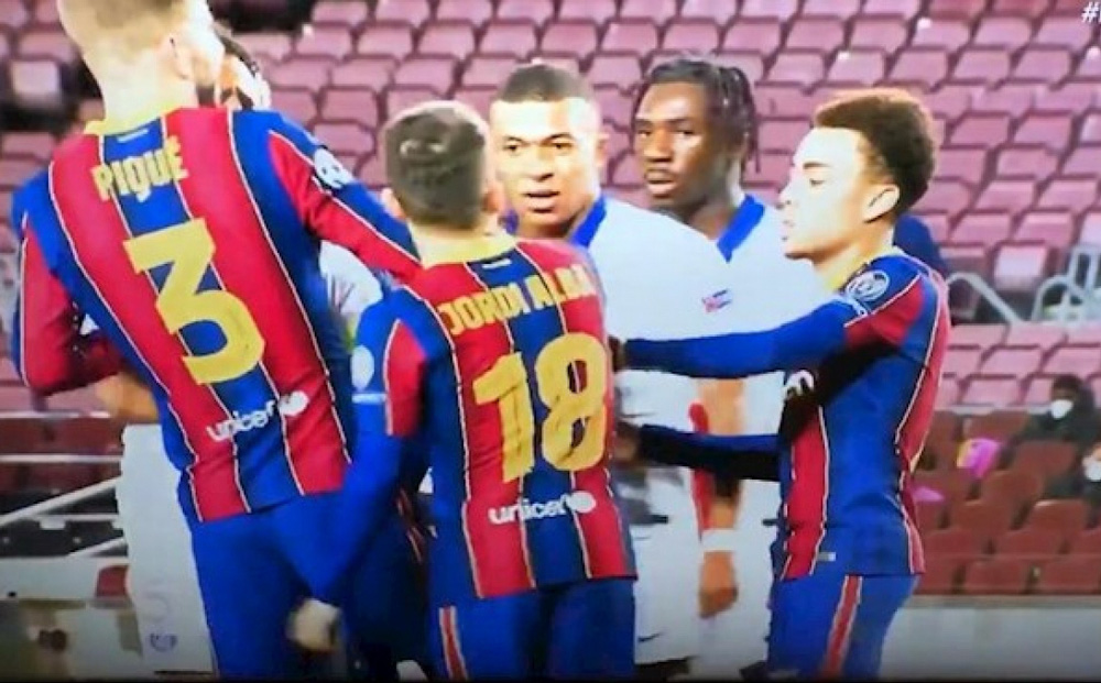 Kylian Mbappe gây sốc, lớn tiếng dọa giết hậu vệ Barca