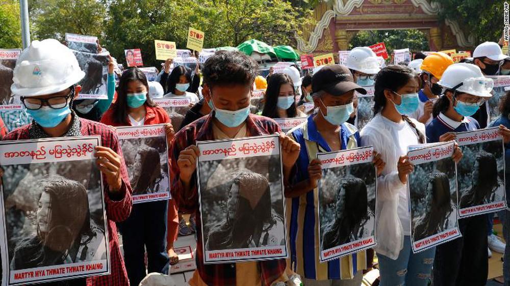 Myanmar: Đạn xuyên thủng mũ bảo hiểm, người biểu tình tử vong vì vết thương quá nặng - Ảnh 1.