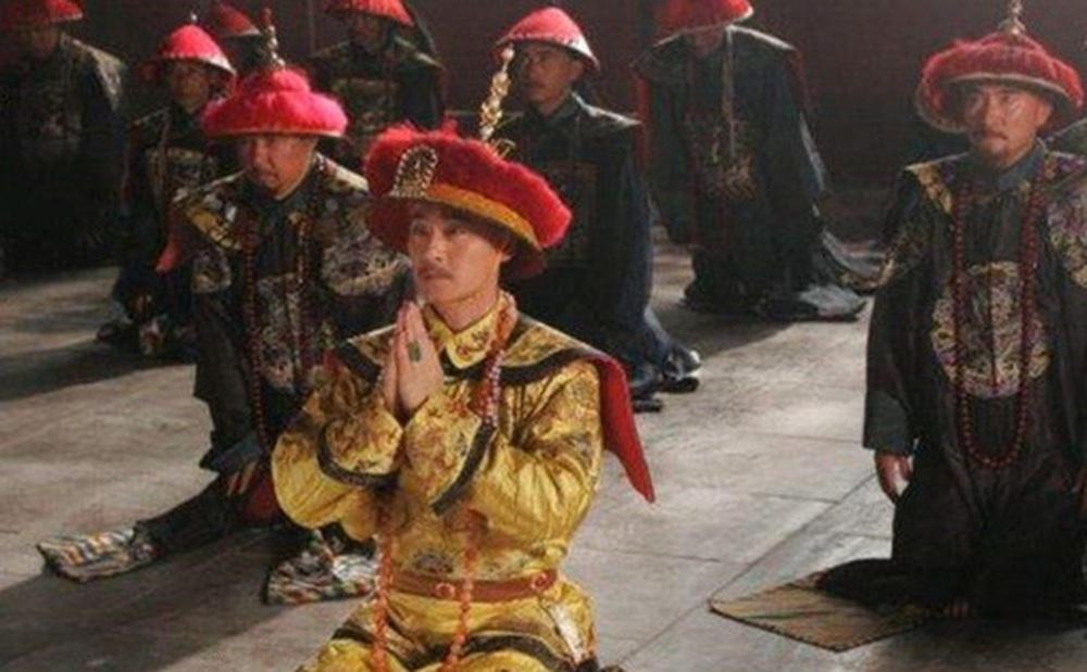 Vị Hoàng đế tiết kiệm nhất nhà Thanh: Không cho phép người trong cung ăn thịt, buộc phi tần phải nuôi gà và thích mặc long bào chắp vá