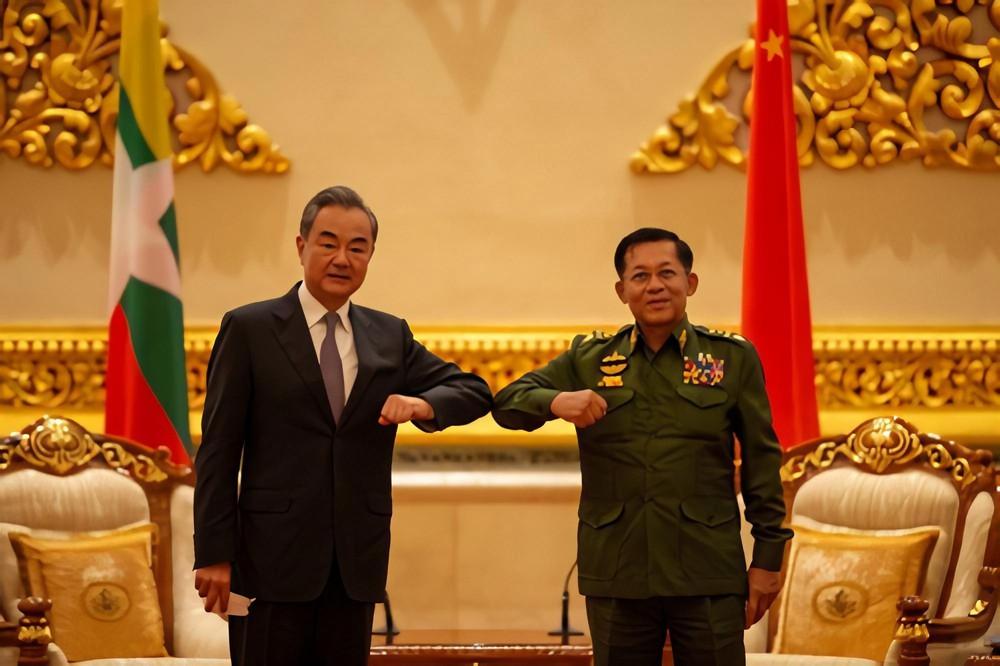 Hàng loạt chuyến bay bí ẩn ban đêm từ Trung Quốc đến Myanmar: Có gì bên trong? - Ảnh 2.