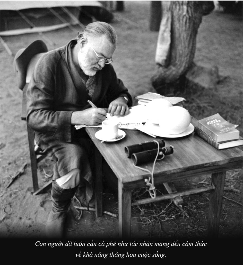 Ernest Miller Hemingway và những kiệt tác văn chương viết tại quán cà phê - Ảnh 2.