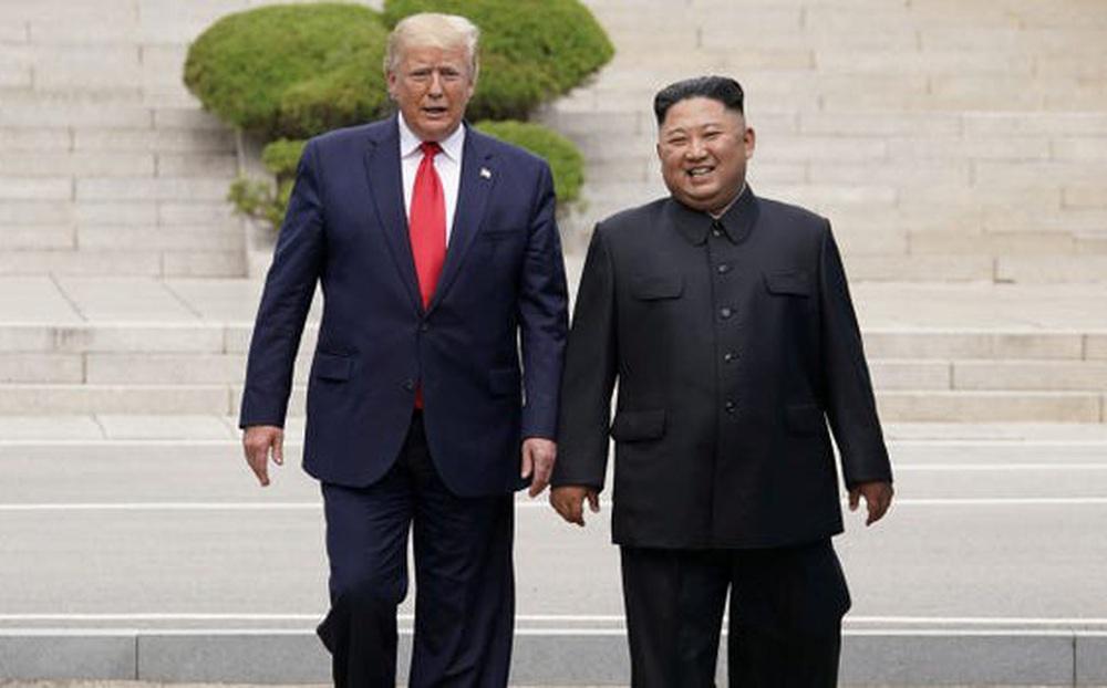 Tiết lộ mới: Ông Trump từng đề nghị cho ông Kim đi nhờ chuyên cơ từ Việt Nam về Triều Tiên