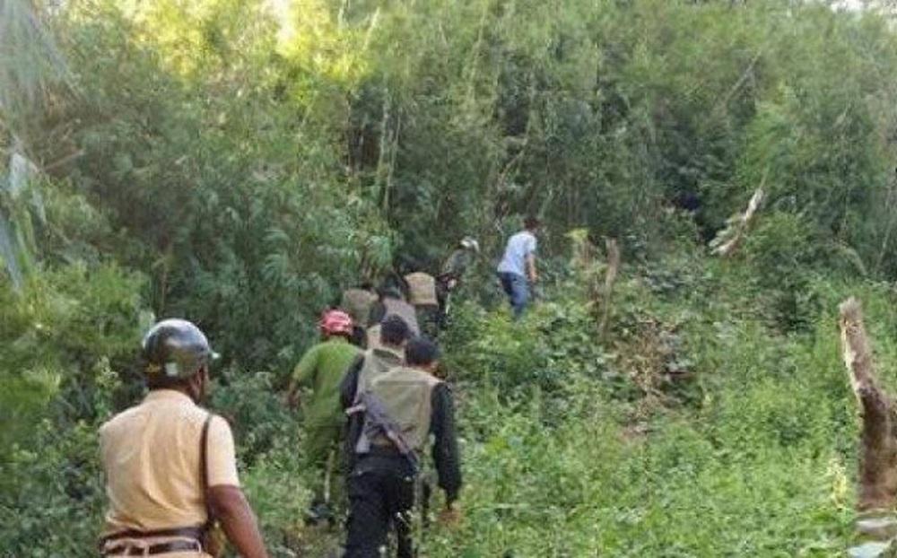 Huy động chó nghiệp vụ truy bắt nghi phạm chém 4 người trọng thương rồi bỏ trốn vào rừng