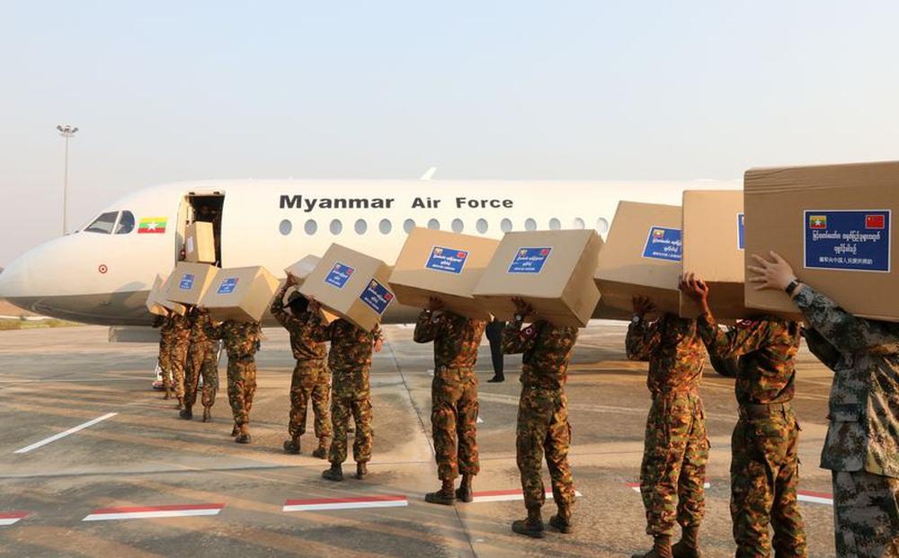 Hàng loạt chuyến bay bí ẩn ban đêm từ Trung Quốc đến Myanmar: Có gì bên trong?
