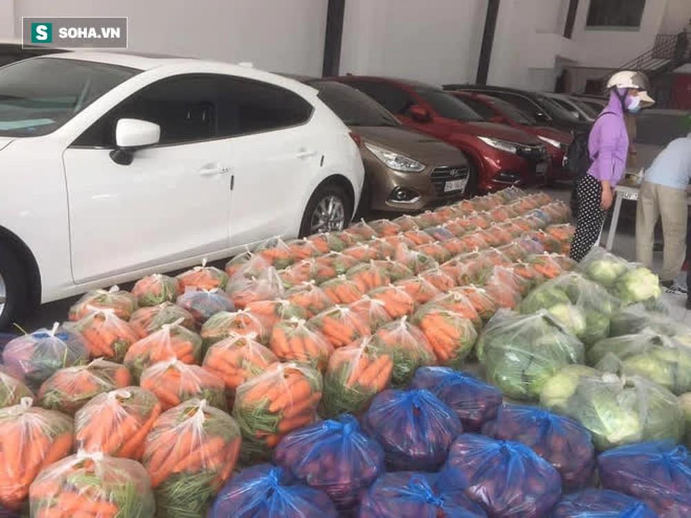 Bỏ xó cả chục ô tô bạc tỷ, ông chủ showroom đi bán ngô và trứng gà, giải cứu nông sản Hải Dương - Ảnh 2.