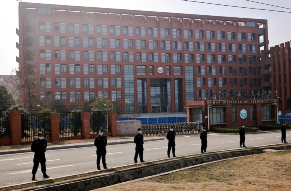 Cựu giám đốc CDC Mỹ tuyên bố SARS-CoV-2 rò rỉ từ phòng thí nghiệm Vũ Hán - Ảnh 2.