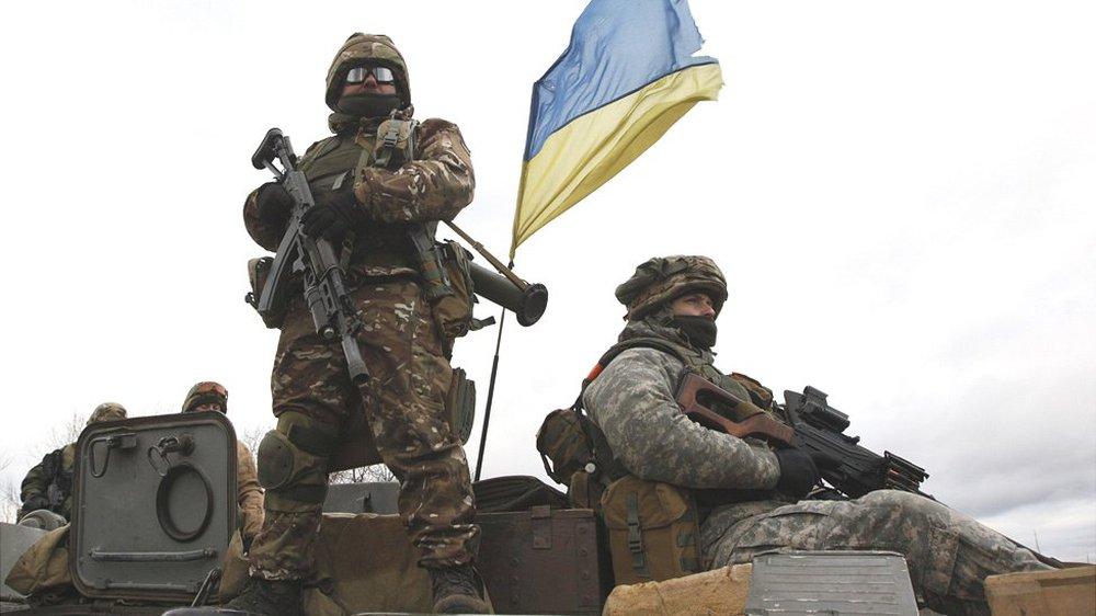 TT Ukraine ra lệnh kiểm tra tình trạng chiến đấu ở Donbass: Chuẩn bị cho 1 chiến dịch quân sự quy mô lớn? - Ảnh 2.
