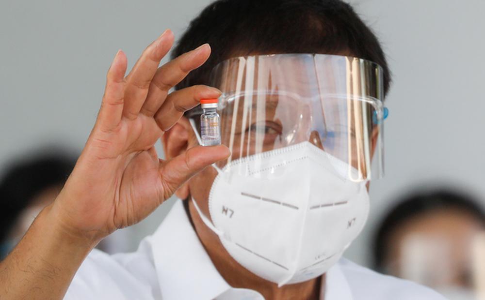 """Ông Duterte cảm ơn rối rít Trung Quốc tặng vaccine Covid-19, nhưng """"hớ nặng"""" vì ngộ nhận"""