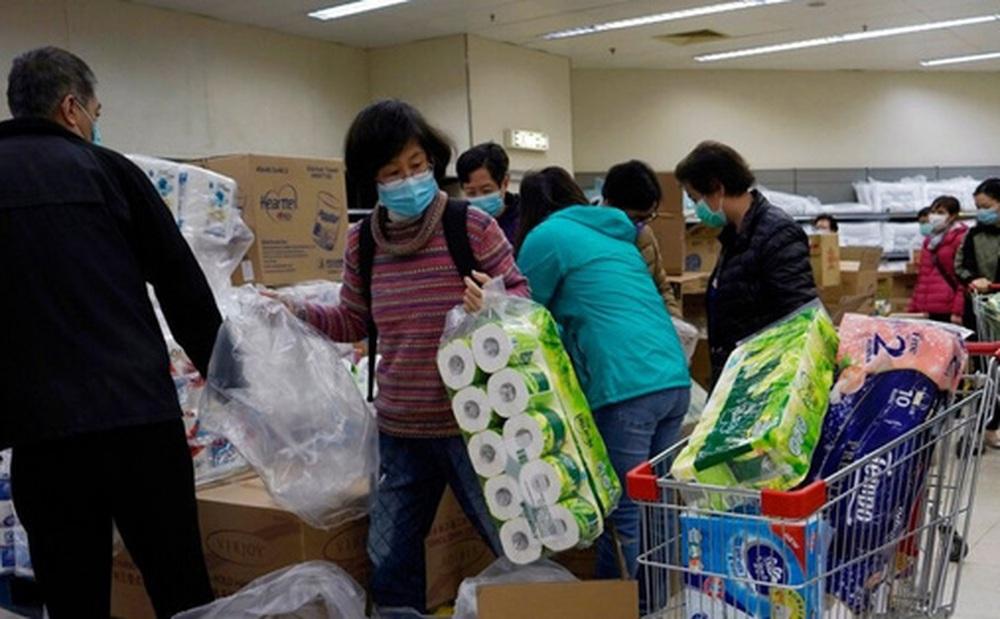Nhóm cướp giấy toilet ở Hong Kong hồi đầu dịch Covid-19 bị tống giam hơn 3 năm