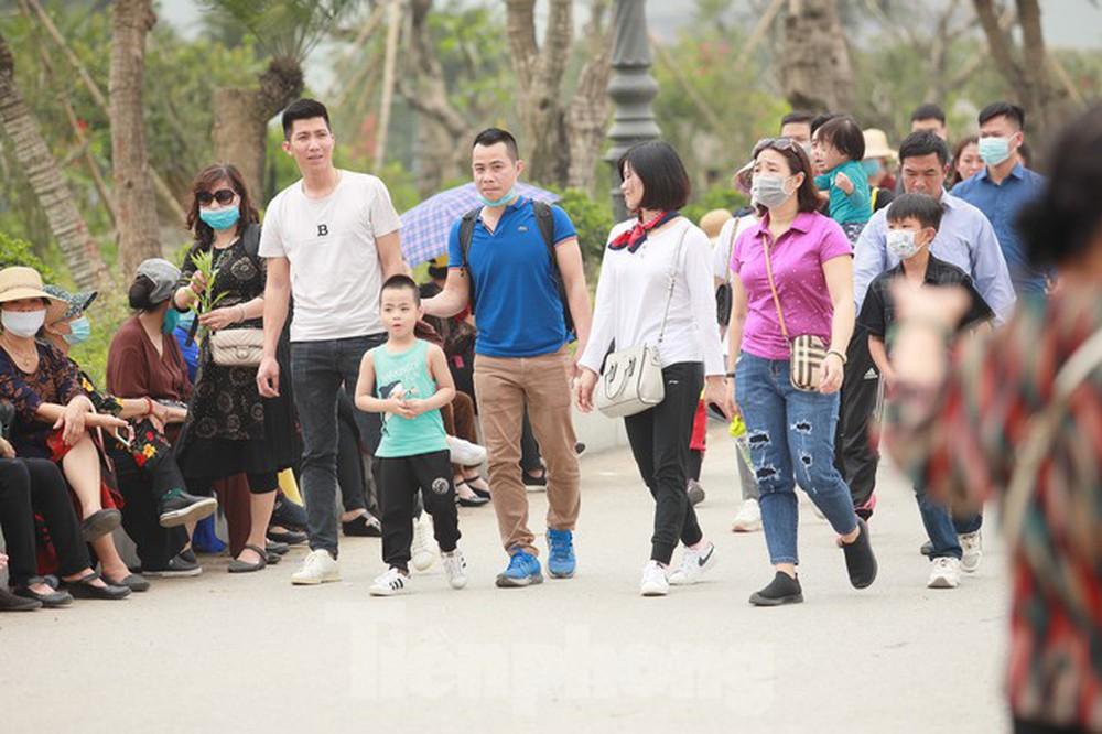 Biển người chen chân đi lễ chùa Tam Chúc ngày cuối tuần - Ảnh 6.