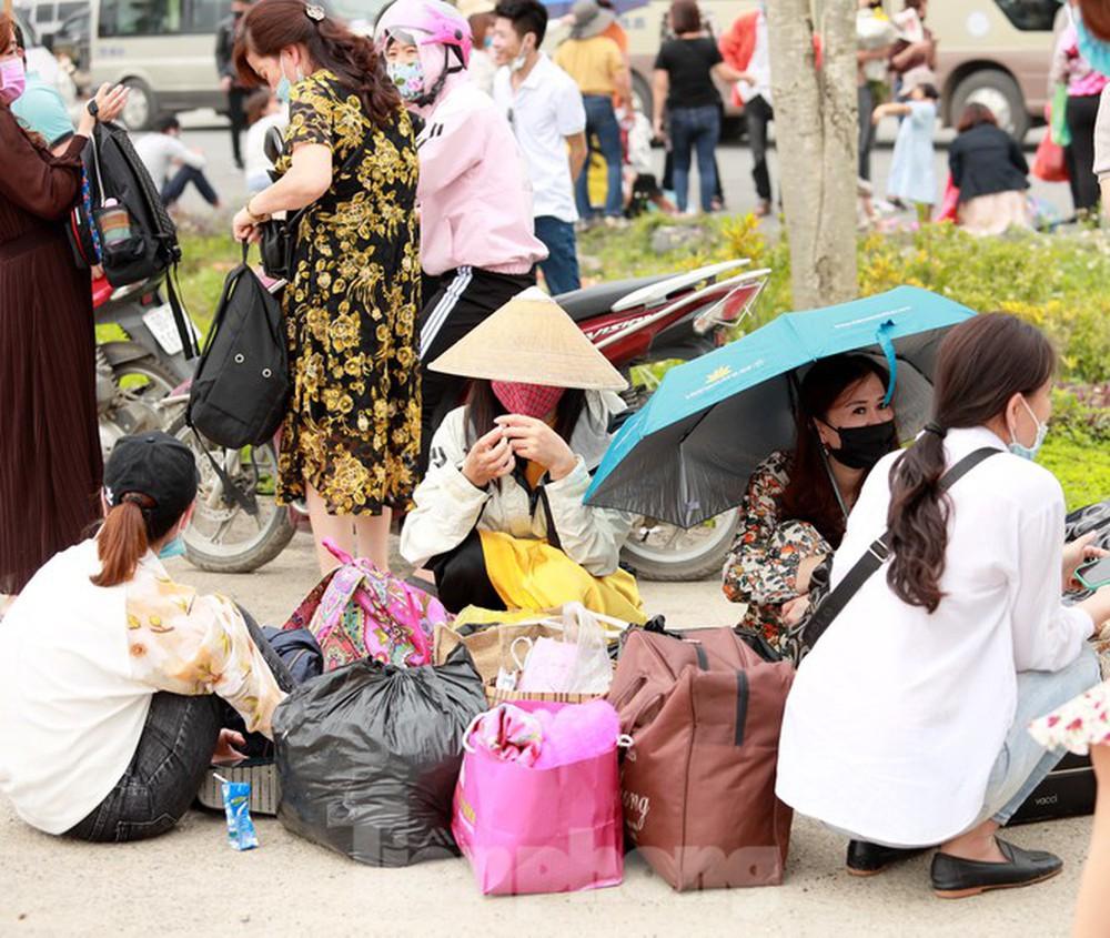 Biển người chen chân đi lễ chùa Tam Chúc ngày cuối tuần - Ảnh 9.