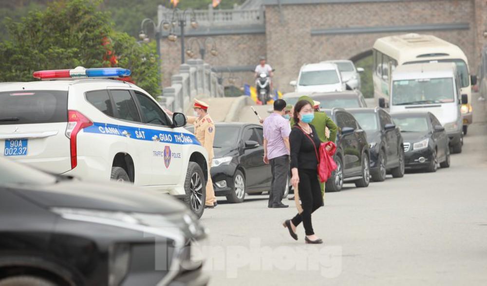 Biển người chen chân đi lễ chùa Tam Chúc ngày cuối tuần - Ảnh 10.